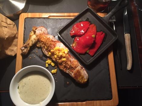 Pollo de corral con piquillo y pure de patata