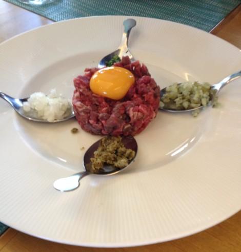 Ondarreta-la-moraleja-steak-tartar-gastronomia