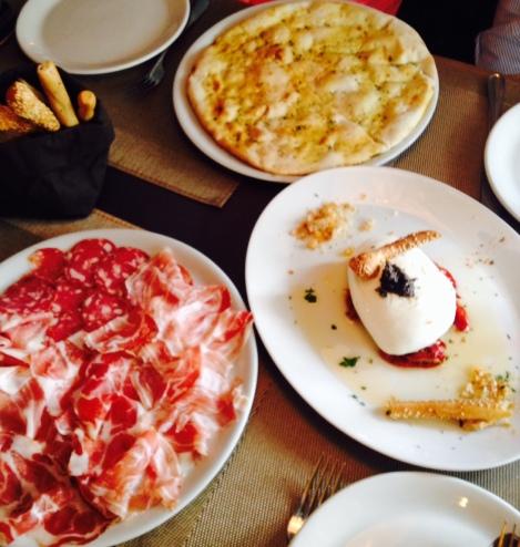 flavia-restaurante-italiano-madrid-burrata-fiambre-focaccia