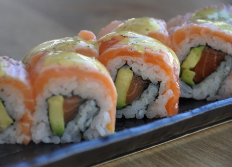 Inari_maki salmon flambeado.jpg